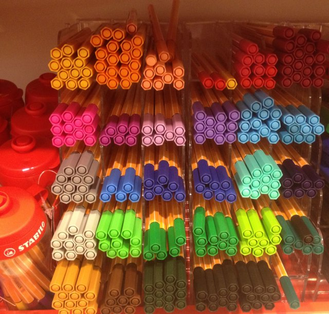 stabilo-marker-pen-drawing-illustration-fine-liner-colour-selection-pantone-colours-pink-blue-sharpie-cool-design-inspiration-promotion-best-markers-review-