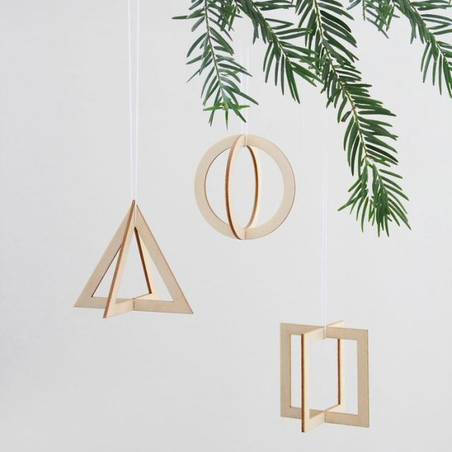 christmas-decoration-inspiration-diy-xmas-gift-ideas-shopping-cool-presents-tree-winter-holiday-season-inspiration-pinterest.jpg illustration lights tree winter advent calendar.jpg geometric