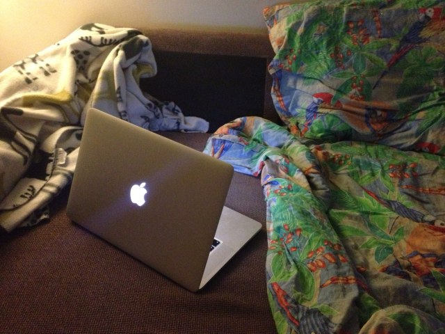fall-macbook-bed-chill