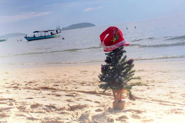 merry-christmas-tree-sihanoukville-cambodia-asia-beach-photography-