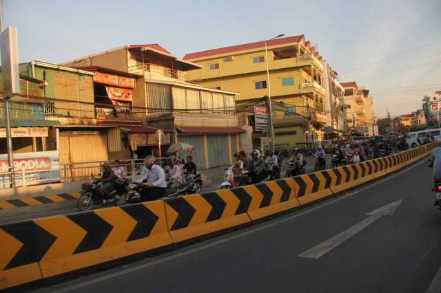busy-motorbike-travelling-cambodia