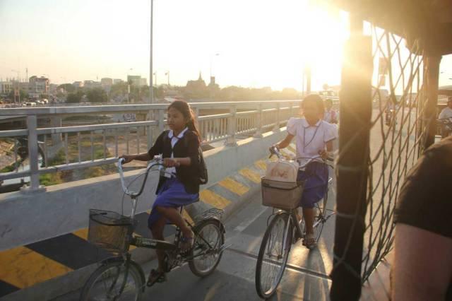 GIRLS-ON-BIKES-PHOTOGRAPHY-PHNOM-PENH-
