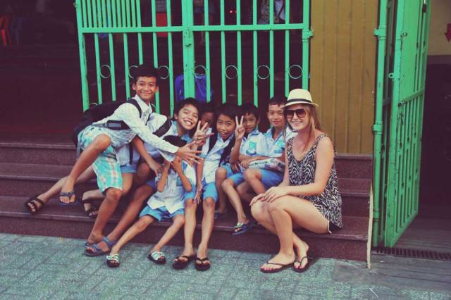 kids-school-travelling-cambodia